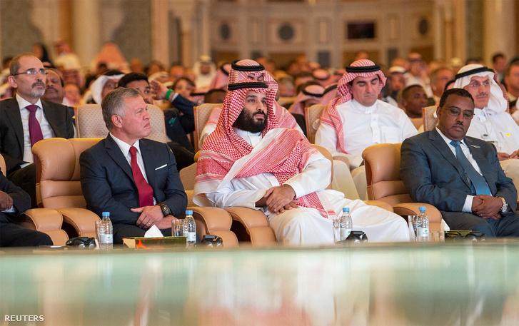 Mohamed bin Szalmán trónörökös a rijádi üzleti konferencián 2018 október 23-án