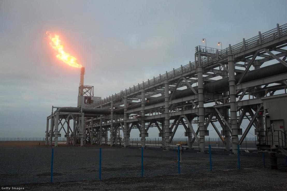 Egy oroszországi földgáz cseppfolyósító üzem gázfáklyája