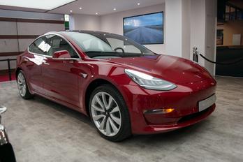 Már Tesla is kapható állami támogatással