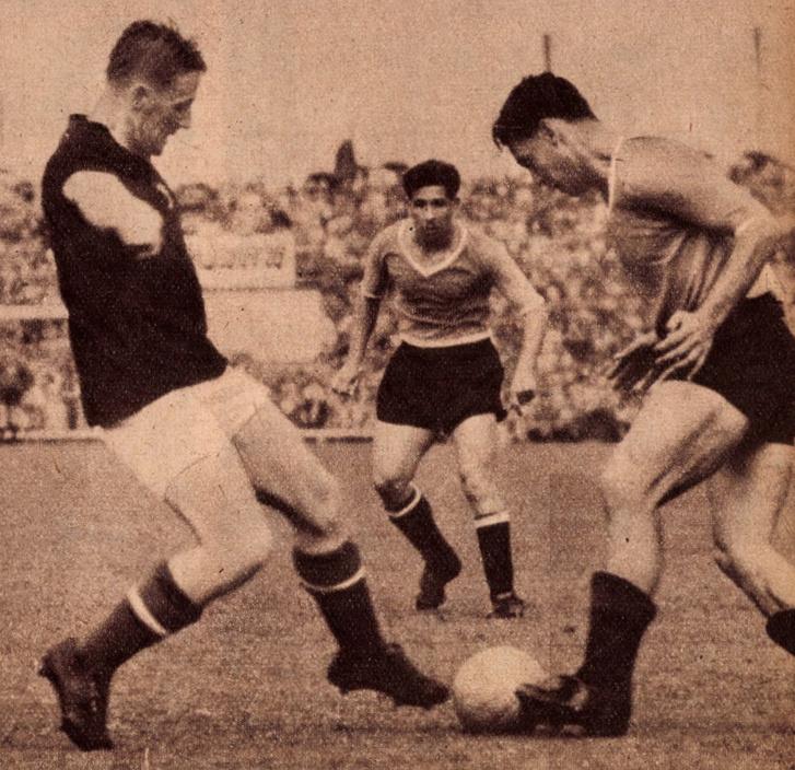 A Magyarország - Uruguay mérkőzésről... Lóránt biztos lábbal szereli Hohberget, a 16-os közelében. Forrás: Képes Sport, 1954.július 6. / Arcanum adatbázis