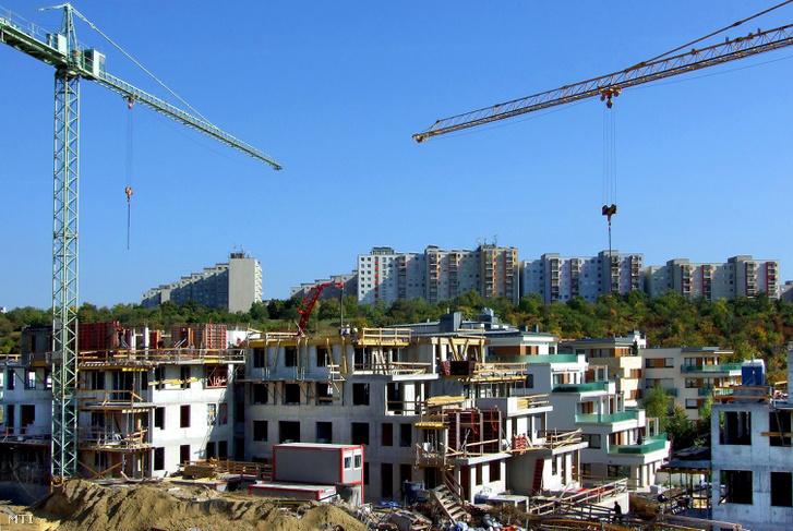 Társas lakóházak épülnek sorra a főváros XI. kerületében a Madárhegy városrészben