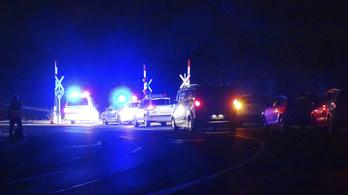 Vonattal ütközött egy autó, négyen meghaltak