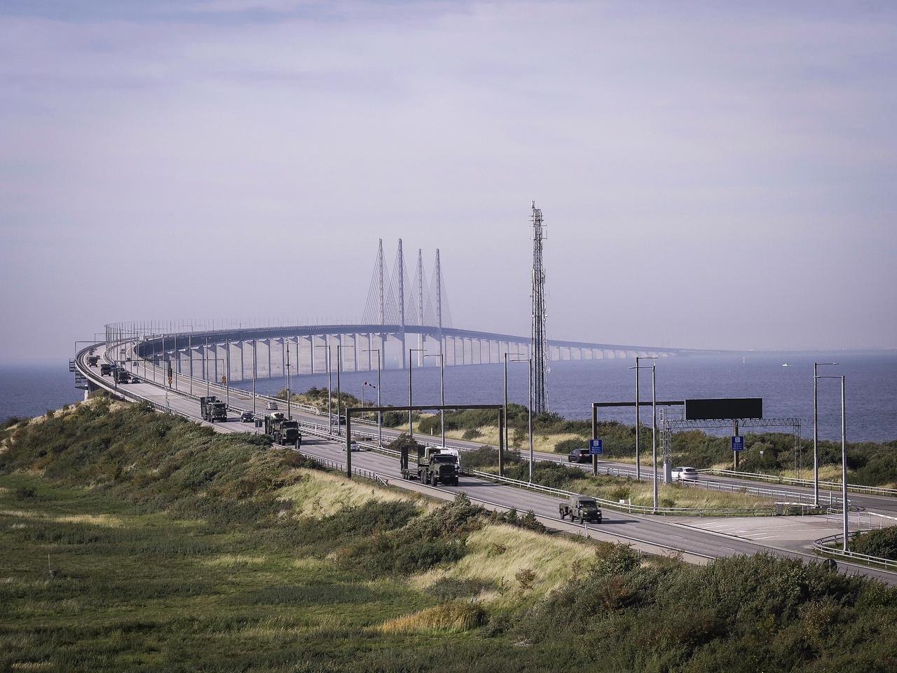 71 járműből (Foxhound Husky Land Rover terepjárók, különféle MAN teherautók, csapatszállítók) álló brit katonai konvoj tart Malmö (Svédország) felé, miután áthaladtak a Dániát és Svédországot összekötő Øresund-hídon. A kétezer kilométeres úton lévő konvoj Hoek van Holland városából indult és Norvégiába tart.