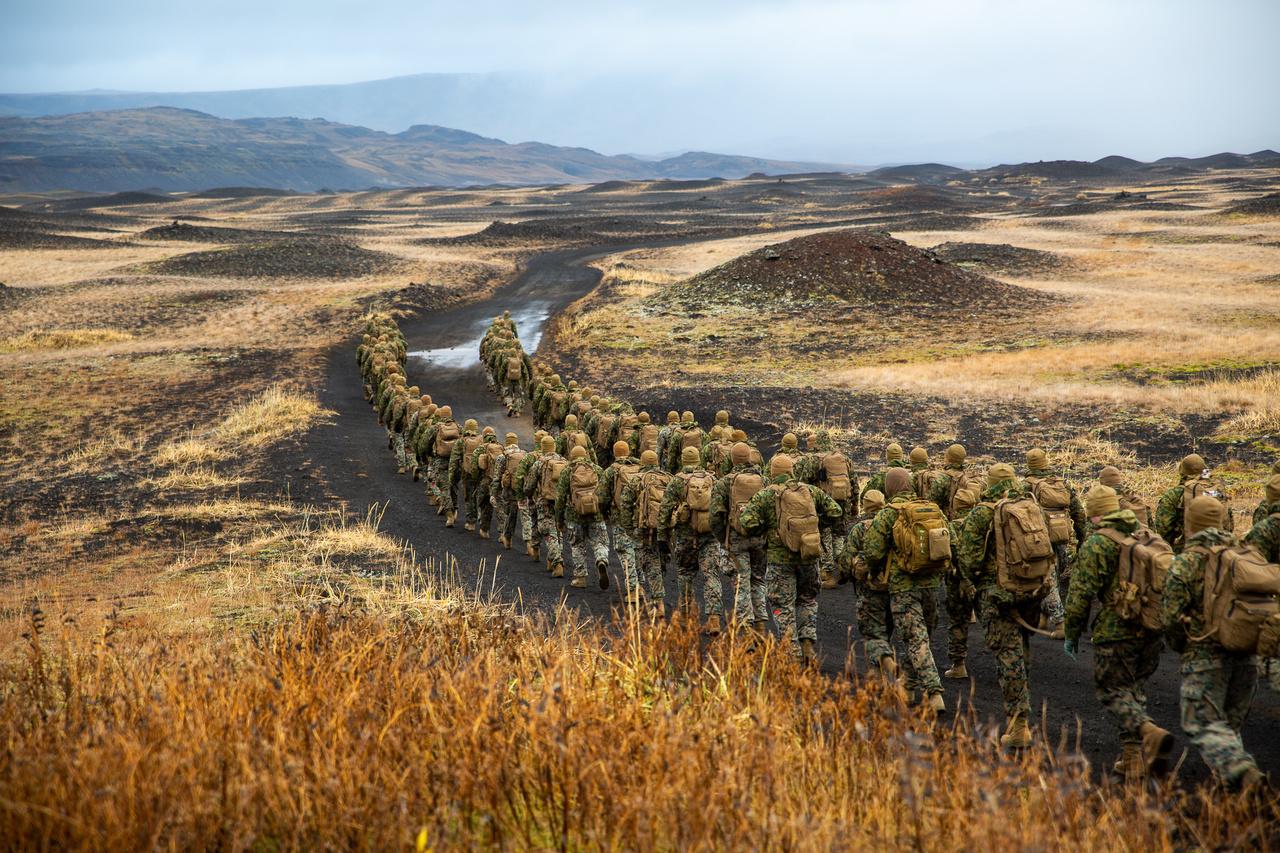 Izlandon a zord időjárási körülményekre való készültségükről adnak bizonyságot a NATO katonái.
