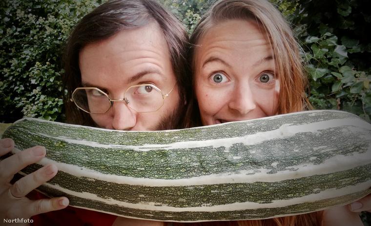 Ismerjék meg Sophie és Paul Collinst, akik túléltek egy hónapot úgy, hogy nem költöttek egy fillért se kajára.                         A két blogger azért vállalkozott erre a kísérletre, hogy felhívják a figyelmet arra, hogy mennyi ételt dobnak ki feleslegesen az emberek.