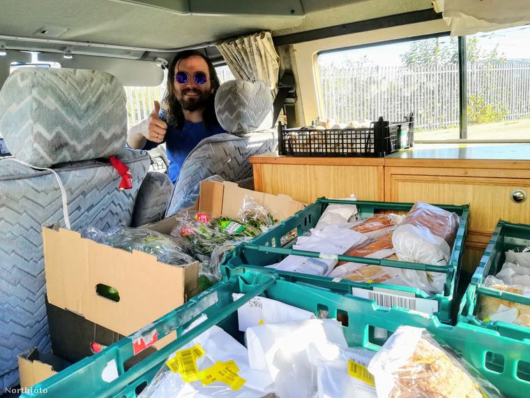 Angliában egy család átlagosan 750 fontnak megfelelő összegnyi ételt dob ki a kukába