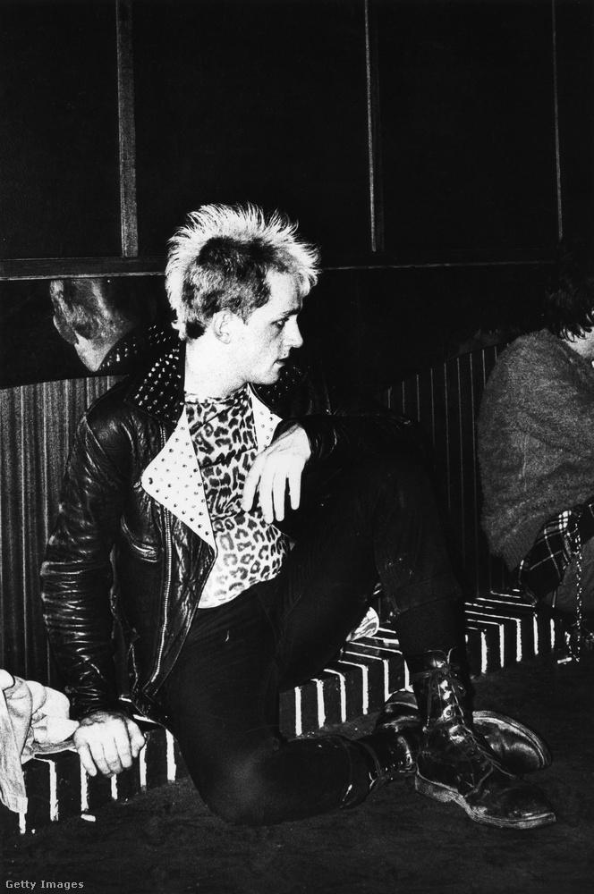 A punkok is trashy mivolta miatt kezdék el hordani ezt a mintát, ami egyébként sokat köszönhet nekik, hiszen így megnőtt a kúlsági faktora, és ha szeretted volna bizonyítani, hogy te másként gondolkodsz, mint az átlag, szereted feszegetni a határokat, úgy véled, a tabuk arra valók, hogy megdöntsük őket, akkor a leopárdminta ismét egy kiváló választás volt