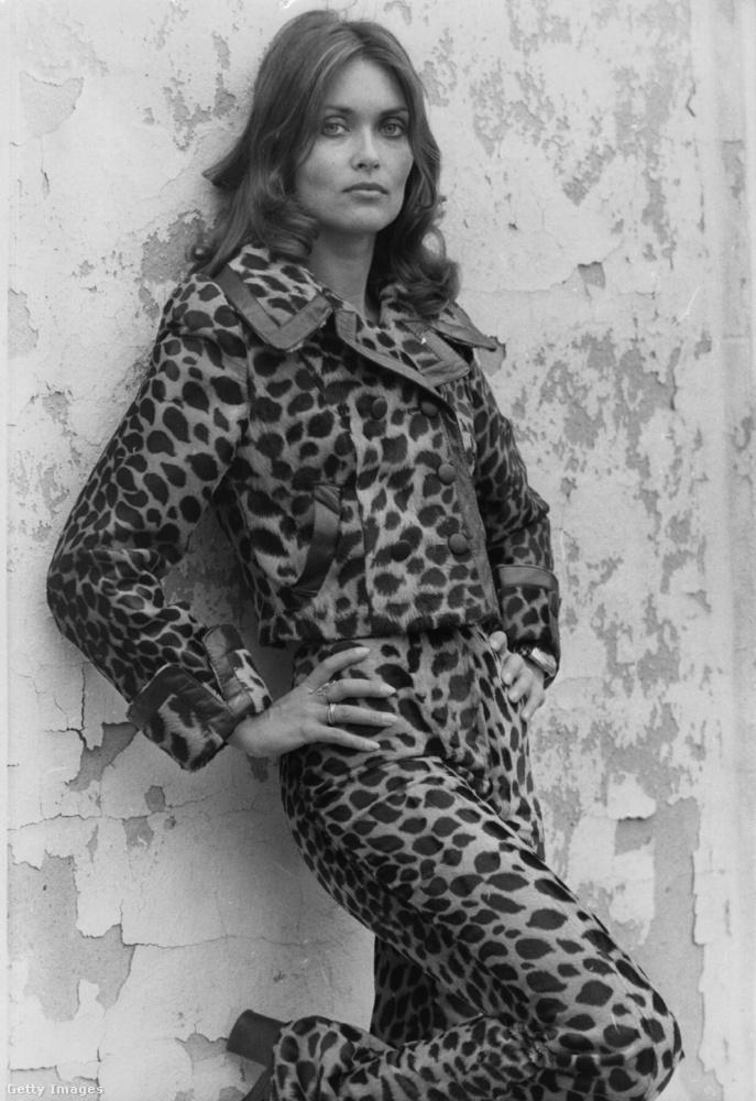 Alexandra Bastedo kanadai színésznőt tetőtől-talpig állatmintába borították egy fotózás kedvéért, és ezzel az összeállítással valószínűleg ma is elismerő pillantásokat lehet beseperni a nemzetközi divatheteken.