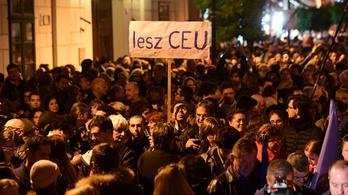 Fekete-Győr: Orbán Viktor fél tőletek
