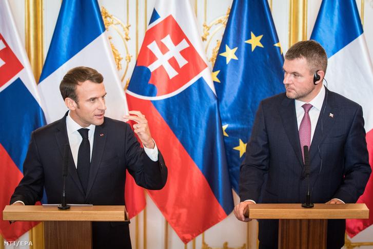 Emmanuel Macron francia elnök és Peter Pellegrini szlovák miniszterelnök sajtóértekezlete a pozsonyi elnöki palotában 2018. október 26-án