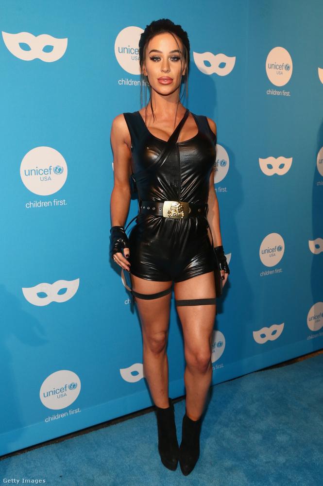 Csütörtök este maszkabált rendezett az UNICEF Los Angelesben, amire néhány híresség is ellátogatott