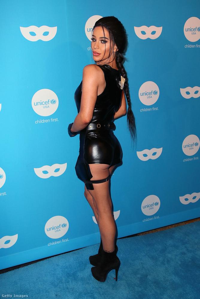 Hát egyrészt természetesen Lara Croft az, a Tomb Raider videójátékok főszereplője, akit a játékból készített filmben Angelina Jolie alakított.