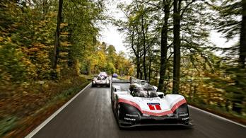 Utcára vitték a Porsche versenyautóit