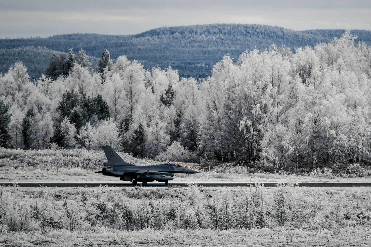 Belga F-16-os vadászgép a Rovaniemi légi bázison.