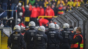 Vécécsészékkel, zászlórudakkal támadtak rendőrökre Hertha-szurkolók