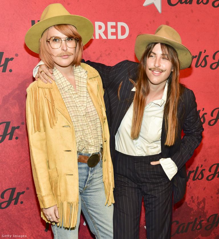 Ők meg Willis-lányok, akik Rita Ora után szabadon öltöztek be