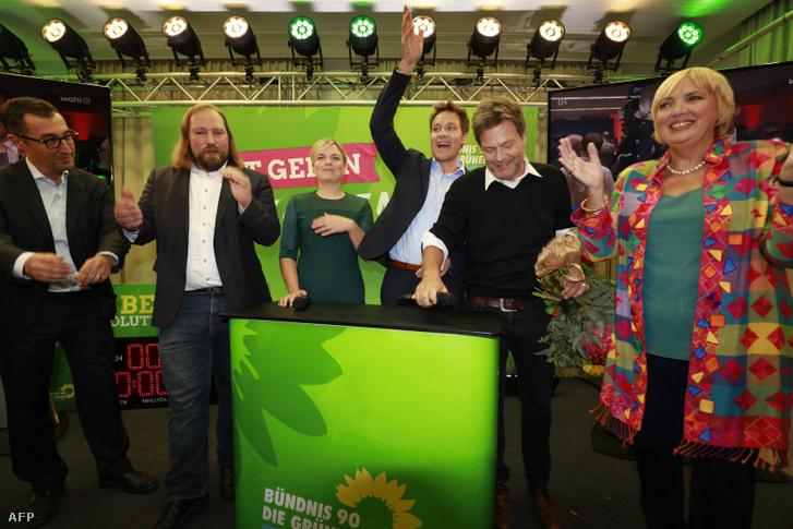 A Zöld párt bajor képviselőjelöltjei Katharina Schulze, Cem Ozdemir, Anton Hofreiter, Ludwig Hartmann, Robert Habeck és Claudia Roth az október 14-i bajor választásokon