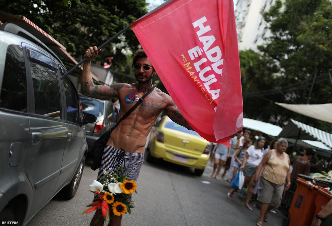 A baloldali Haddad egyik támogatója