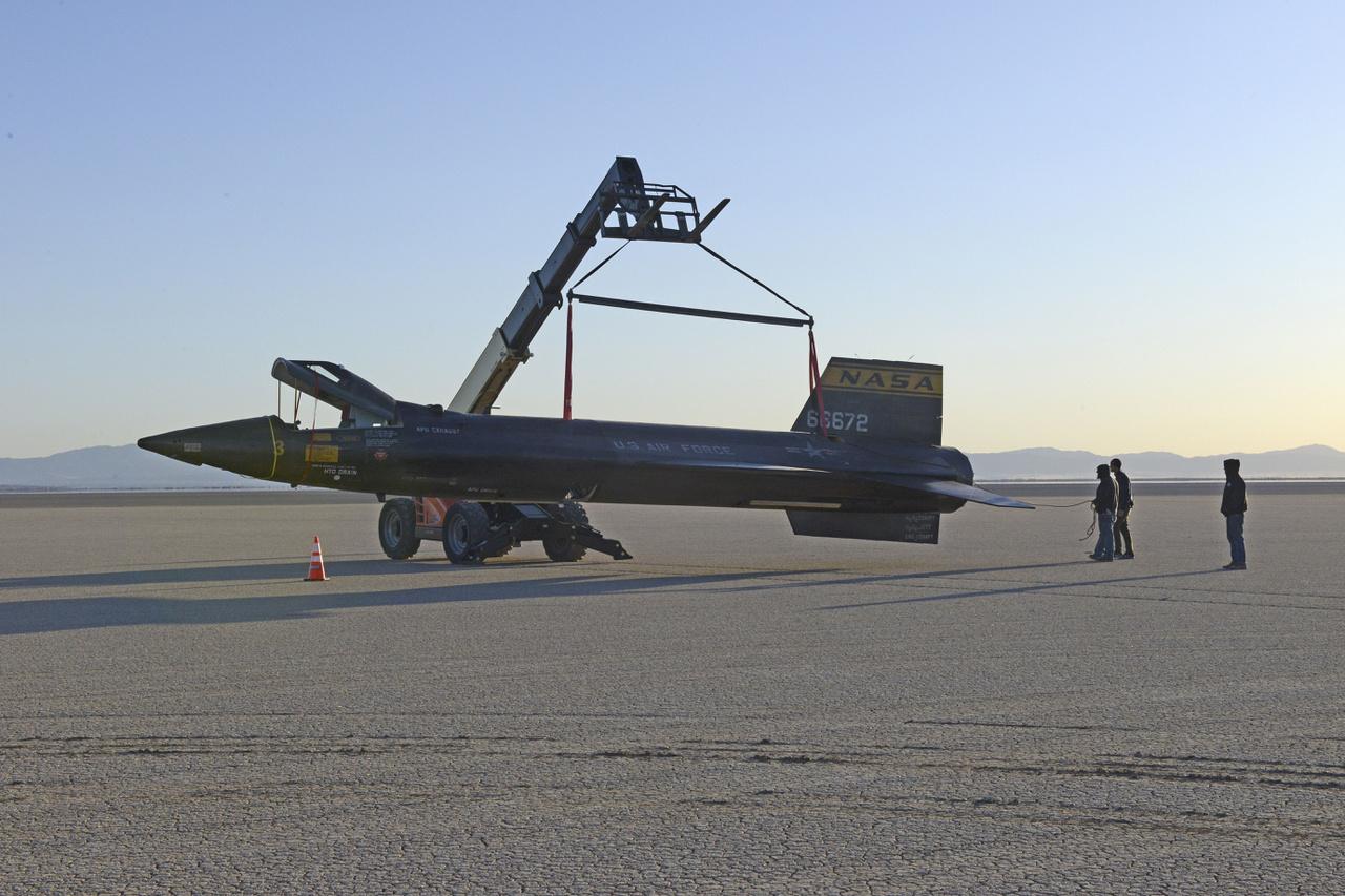 A filmben látható X-15-ös életnagyságú modellje, amivel az eredeti helyszínen, a Rosamond tó kiszáradt medrében, a kaliforniai Edwards Légibázis közelében forgatták a landolási jeleneteket 2018 februárjában.