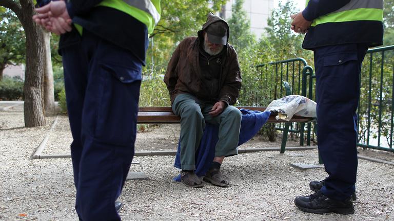 Betarthatatlan, abszurd törvényt hoztak a hajléktalanok ellen
