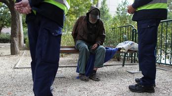 Ismét őrizetbe vettek egy hajléktalan embert a rendőrök azért, mert hajléktalan