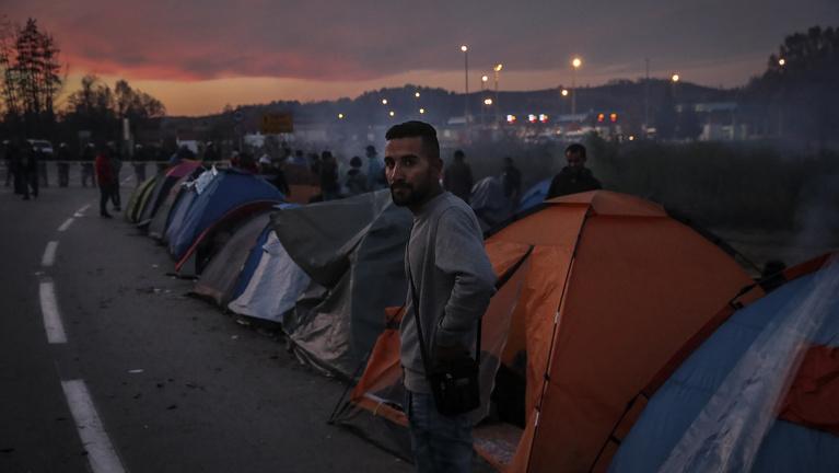 Veszélyes játékot űznek a menekültek a bosnyák határon
