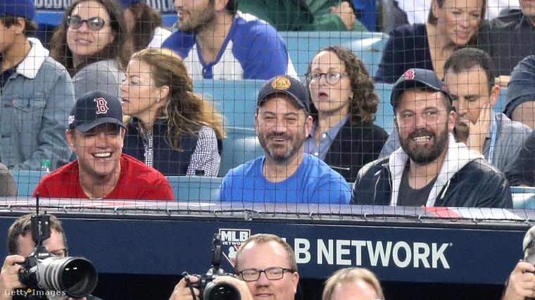 Vasárnap este a Boston Red Sox és a Los Angeles Dodgers játszottak egymás ellen Los Angelesben, és a Wikipédia azt írja, hogy két baseballcsapatról van szó, szóval ez a sok híresség, aki le lett itt fotózva, ezek szerint mind labdát fahusánggal ütögető férfiak kedvéért ment ki a stadionba