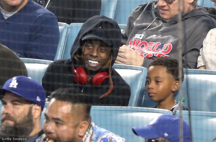 Mindezt Lil Wayne szemlátomást roppant szórakoztatónak tartja