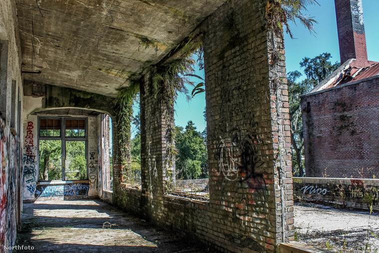 Az intézményt 1918-ban nyitották meg és 1960-ban egy tűvészt követően zárták be