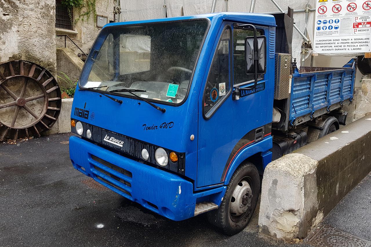 Nem jön szembe itthon a La Marca összkerekes kishaszonjárműve sem. Az 1955 óta létező kis olasz manufaktúra Tufinoban székel, különböző speciális felépítményeket szerelnek az alvázakra, akár egyedi igényeknek is megfelelve. Komoly a létjogosultságuk a régióban a helyszűke miatt. Az Apehoz hasonlóan oda is eljutnak, ahová a normál méretű járművek túl szélesek