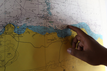 A mentőcsapatok mintegy 70 kilométerre keletre Jakartától bukkantak rá a repülőgép roncsaira. A búvárok jelenleg a repülőgép törzsét keresik, amely a feltételezések szerint a tengerfenékre süllyedt, mintegy 35 méter mélyre.