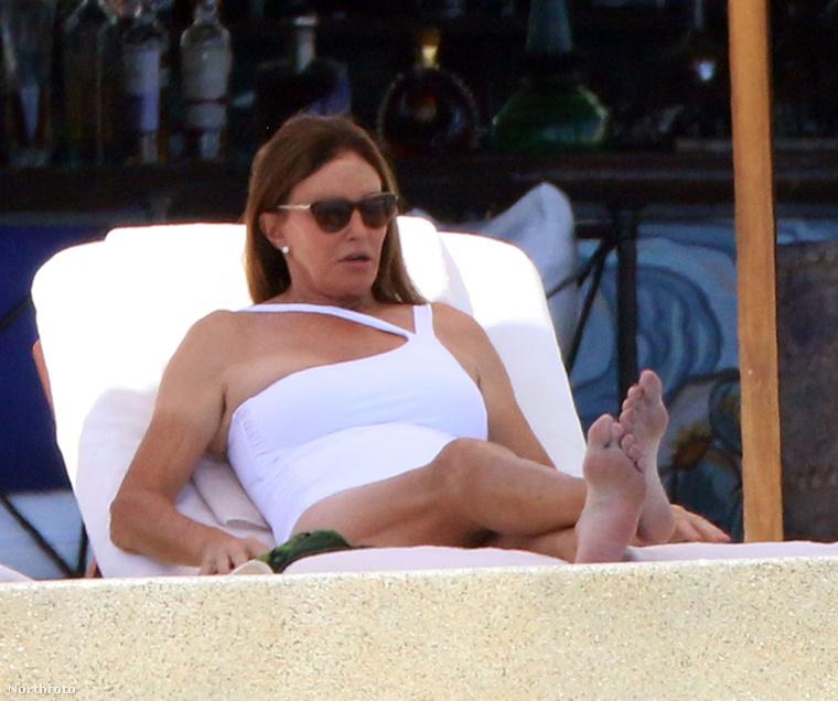 Azt, hogy a napozáson kívül, mivel ünnepeltek, nem tudjuk, az viszont biztosnak tűnik, hogy egyelőre nem került sor a szülinapozásra a Kardashian családban