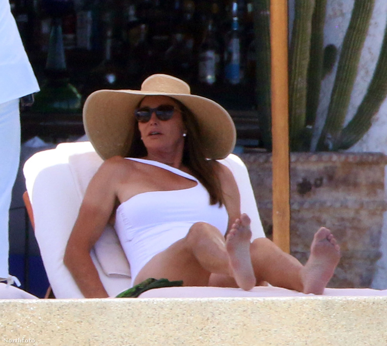 De paparazzi ide vagy oda, Jenner ünneplését nem ronthatták el a fényképészek