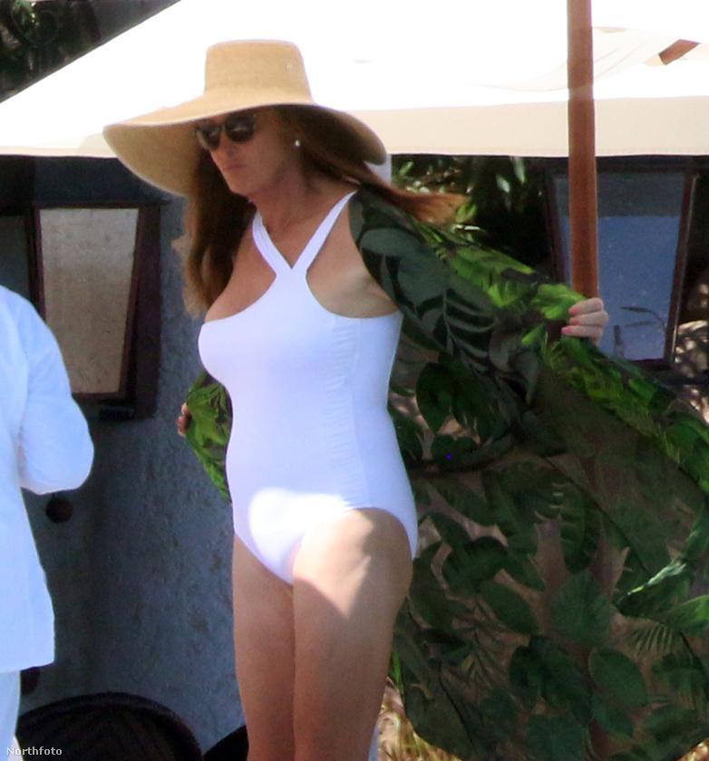 Jenner az évforduló alkalmából Mexikóba utazott...