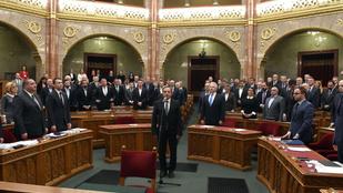 Gyurcsányék kivonultak, amikor Budai Gyula újra képviselő lett