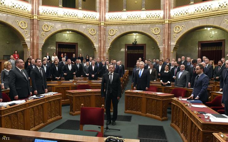 Budai Gyula (Fidesz) képviselõi esküt tesz (k) az Országgyûlés plenáris ülésén 2018. október 29-én.