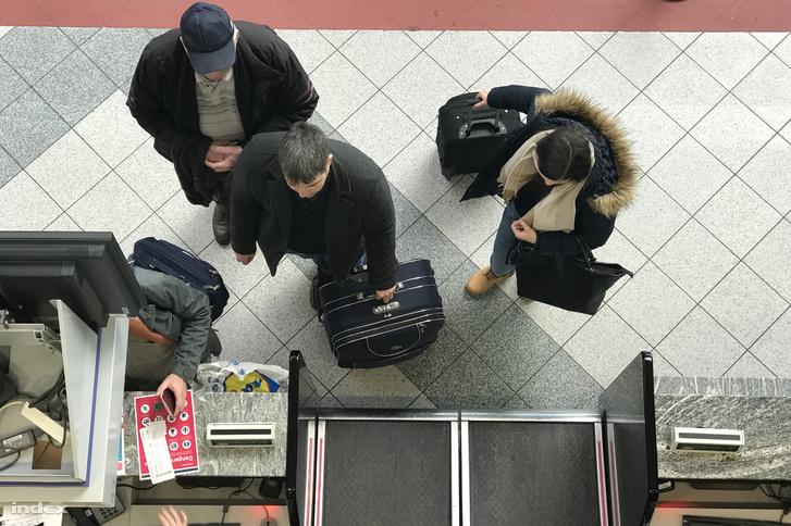 Csomagfeladás a Liszt Ferenc Nemzetközi Repülőtéren