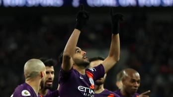 A meghalt Leicester-elnök előtt tisztelgett a City győztes gólját szerző Mahrez