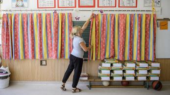Mégsem fog a tanárok szabadidejében kutakodni a kormány