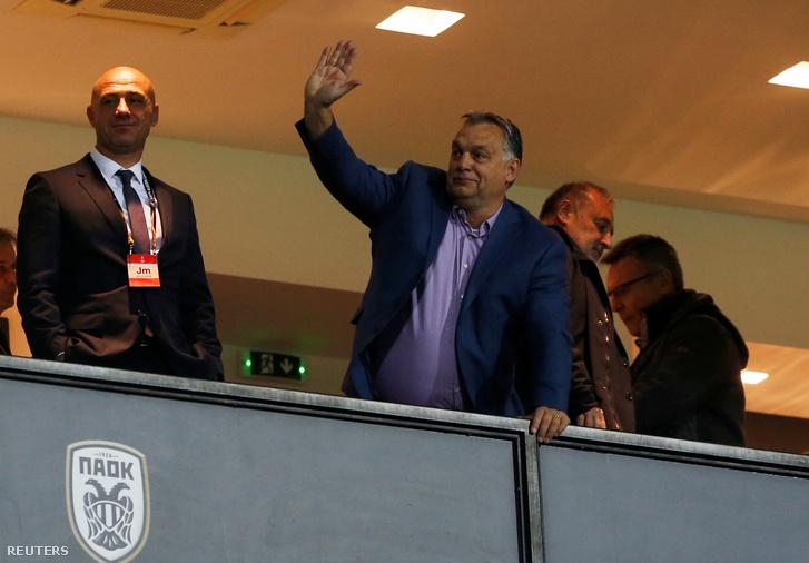 Orbán Viktor, a PAOK és a Vidi FC mérkőzésén a szaloniki PAOK stadionban 2018. október 25-én.