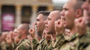 Nyolcezerrel több lesz a magyar katona