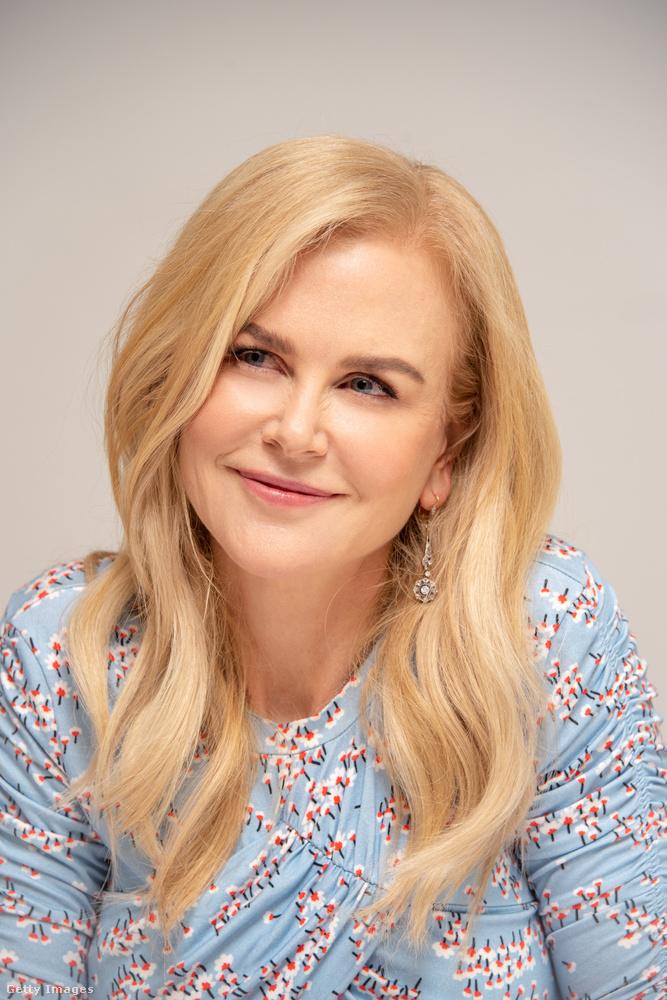 Nicole Kidman az egyik irányba tekint, kedves nézőink.