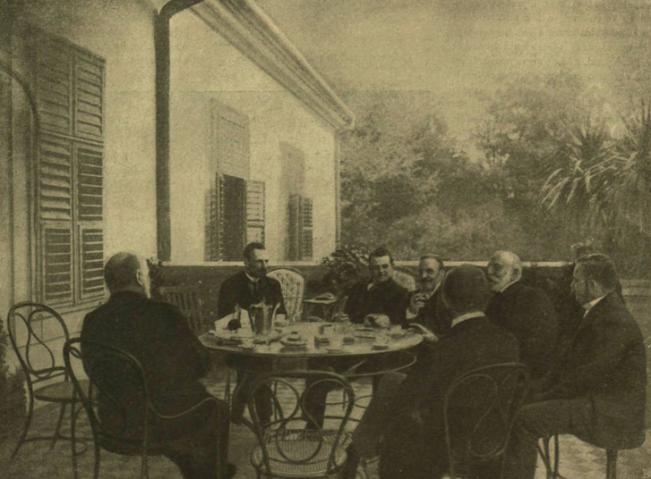 Gróf Tisza István fiával és vendégeivel a geszti kastély terraszán. Forrás: Digitális Képarchívum - DKA-068093
