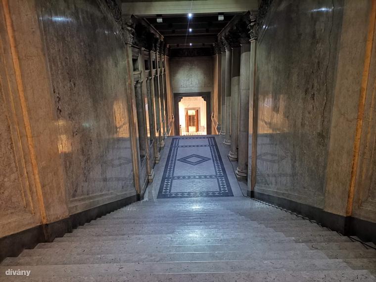 Korszerűsítették a múzeum elavult fűtőrendszerét, klimatizálták a kiállítótermek egy részét, felújították a tetőszerkezet nagy részét is