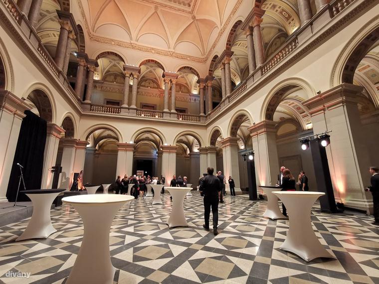 Megújult a reneszánsz stílusú Michelangelo terem is, ami innen, a reneszánsz csarnokból nyílik