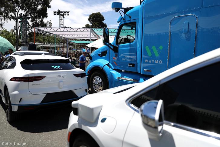 Waymo önjáró autói a Google I/O 2018 Konferencián, 2018. május 8-án Kaliforniában