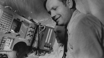 Amikor Neil Armstrong Szojuz űrhajó kormányánál ült