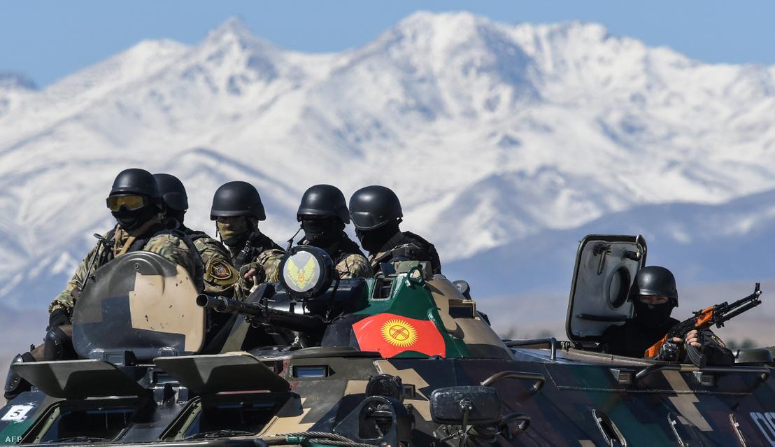 Orosz és kirgiz csapatok gyakorlatoznak Tanchi repülőterén 2018. szeptember 25-én