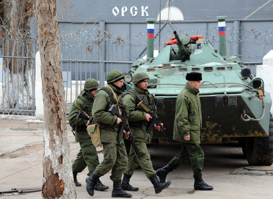 Orosz tengerészgyalogosok 2014 márciusában a krími Szevasztopolban
