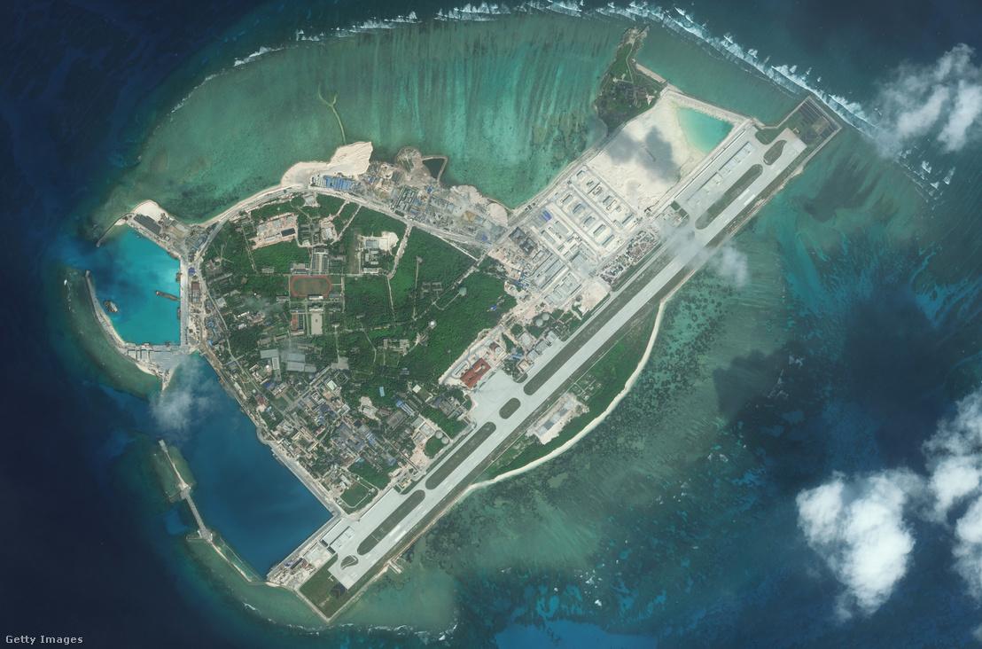 Kínai mesterséges sziget a Dél-Kínai tengeren